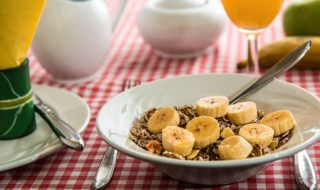 Bananas and oatmeal: perfect for muscle building